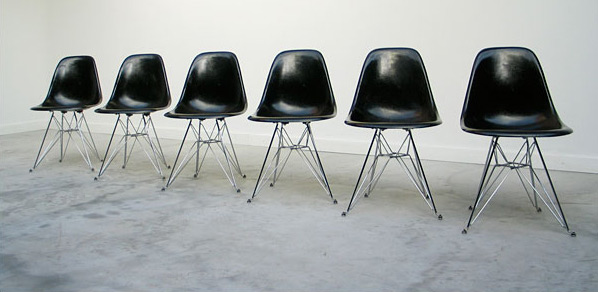 6 black Charles Eames DSR fibreglass shell dinning chairs