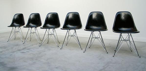 6 black Charles Eames DSR fibreglass shell dinning chairs