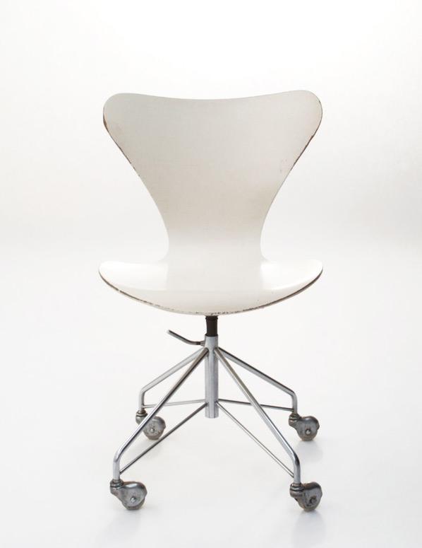 Arne Jacobsen Model 3107 Swivel Desk Chair