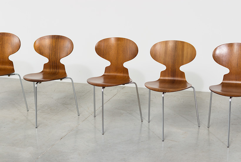 Arne Jacobsen set of six Danish Ant chairs in rosewood Fritz Hansen img 3