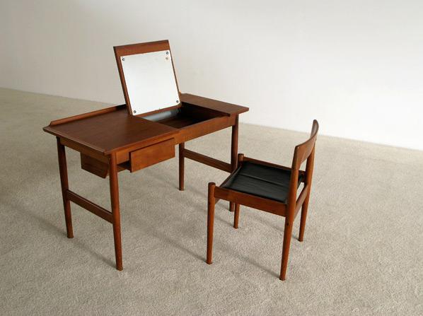 Arne Vodder teak Make Up table Sibast Denmark