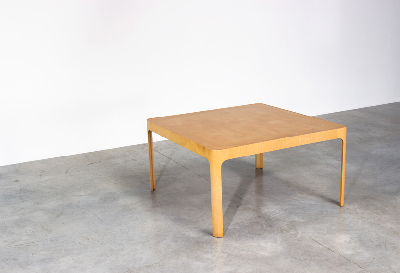 Birch wooden dinning table with curved legs Large