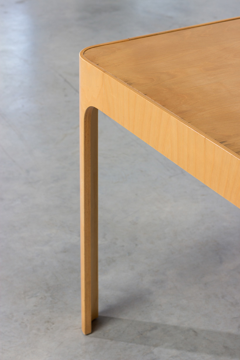 Birch wooden dinning table with curved legs img 4