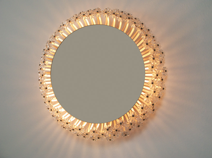 Circular illuminated flower mirror