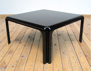 Coffee table Vico Magistretti model Arcadia 80 by Artemide