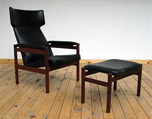 Danish Fritz Hansen side chair and ottoman in black leather 1950
