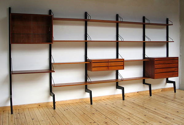 Danish modular wall unit Royal System Design Poul Cadovius