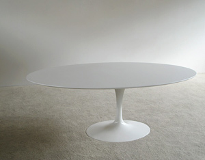Eero Saarinen white oval tulip dinning table Knoll