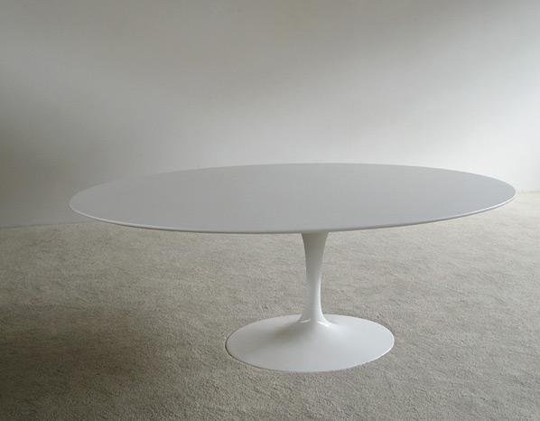 Eero Saarinen white oval tulip dinning table Knoll
