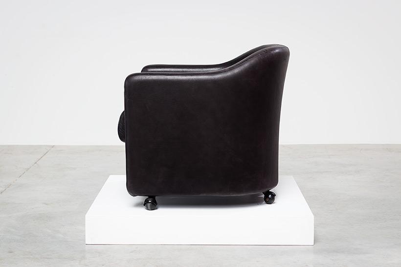 Eugenio Gerli two black leather lounge chairs Tecno Milano img 3