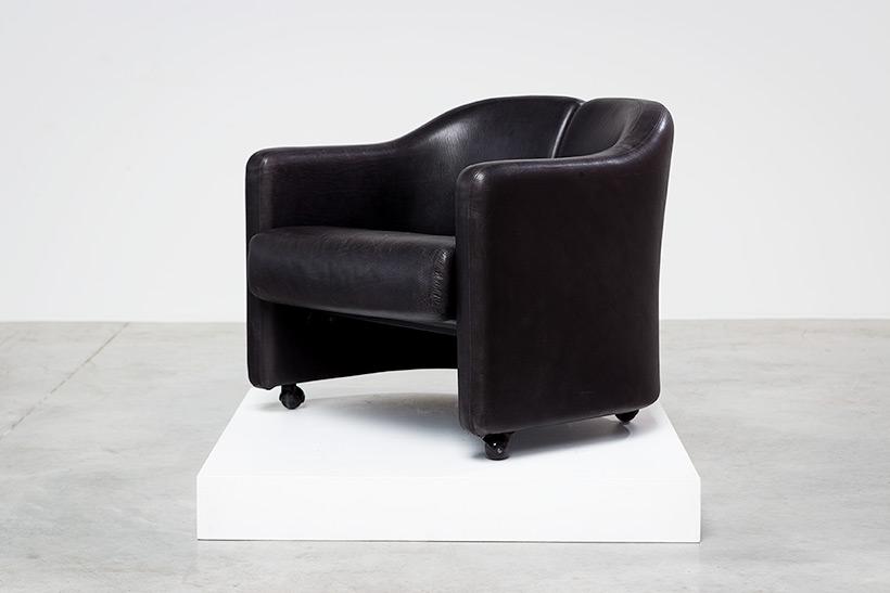 Eugenio Gerli two black leather lounge chairs Tecno Milano img 4