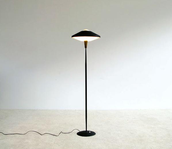 Floor lamp inspired by UFO craze 1950