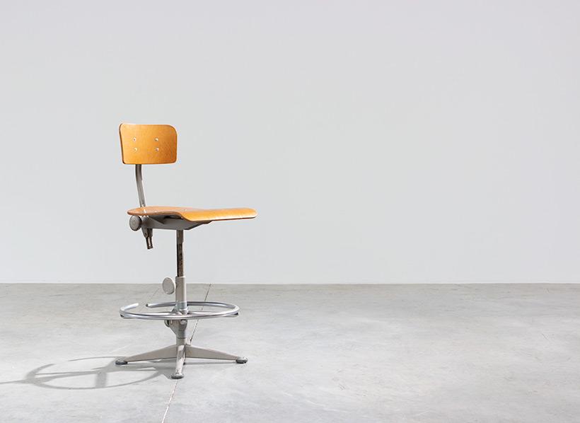 Friso Kramer Architect chair Ahrend de Cirkel 1960 img 4