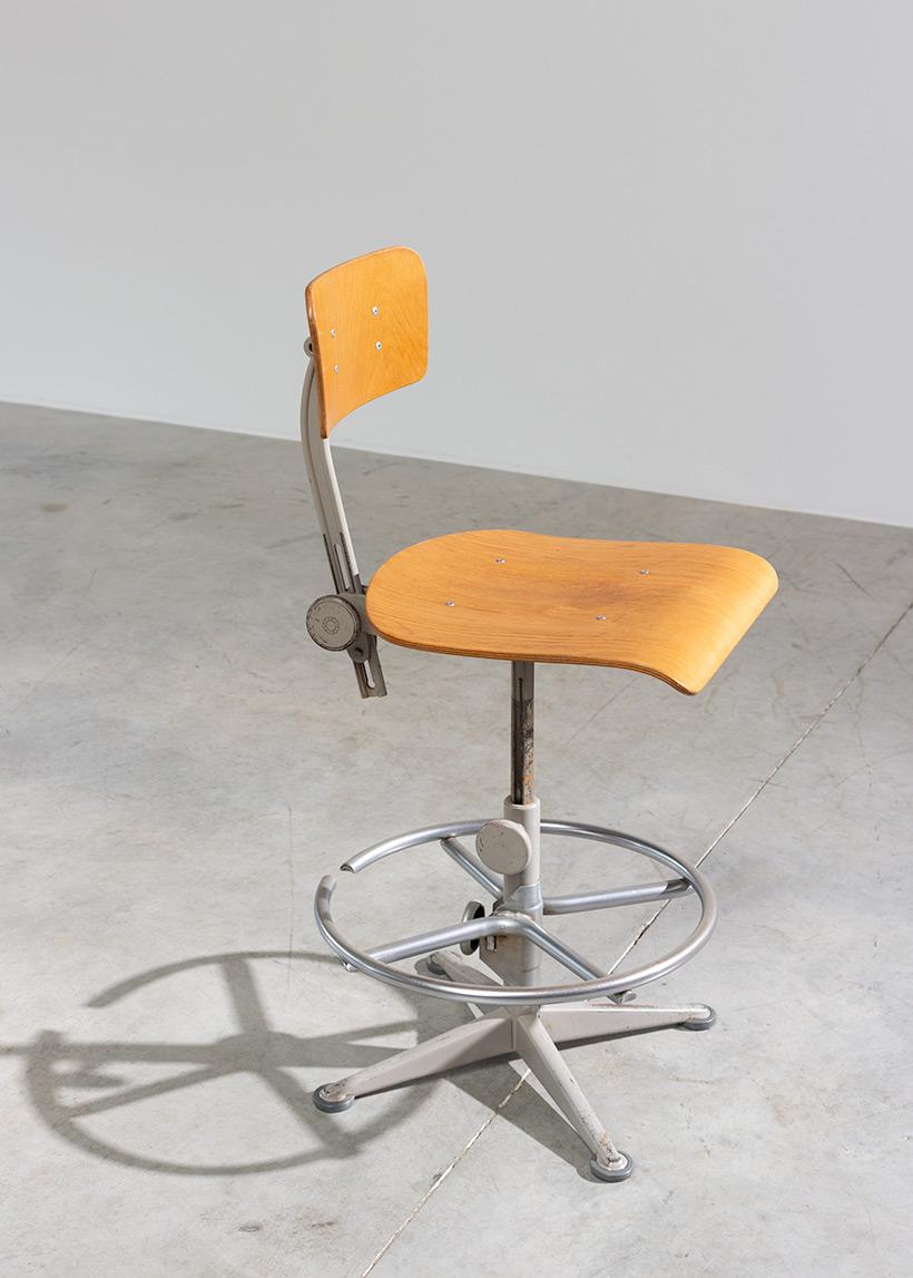 Friso Kramer Architect chair Ahrend de Cirkel 1960 img 6