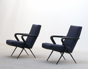 Friso Kramer pair of Repose lounge chairs Ahrend De Cirkel