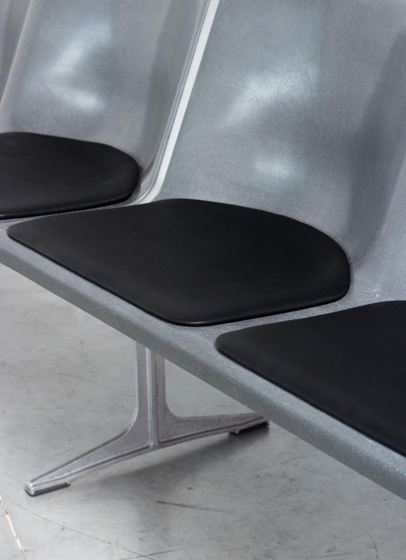 Friso Kramer Wilkhahn grey fiberglass double bench 1967 img 7