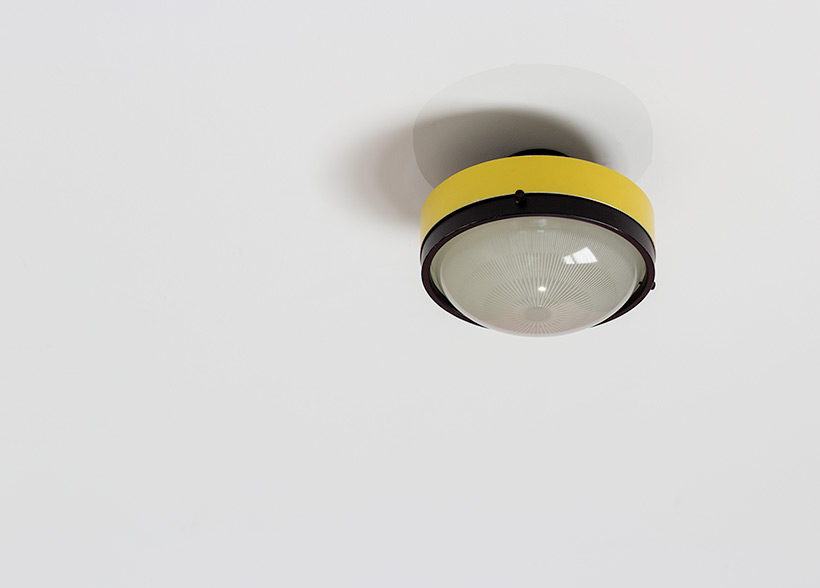 Gino Sarfatti Arteluce yellow and black ceiling light 3027 p img 7