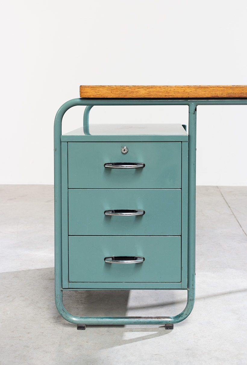 Industrial Tubular Steel and Linoleum Desk Bauhaus 1940s img 6