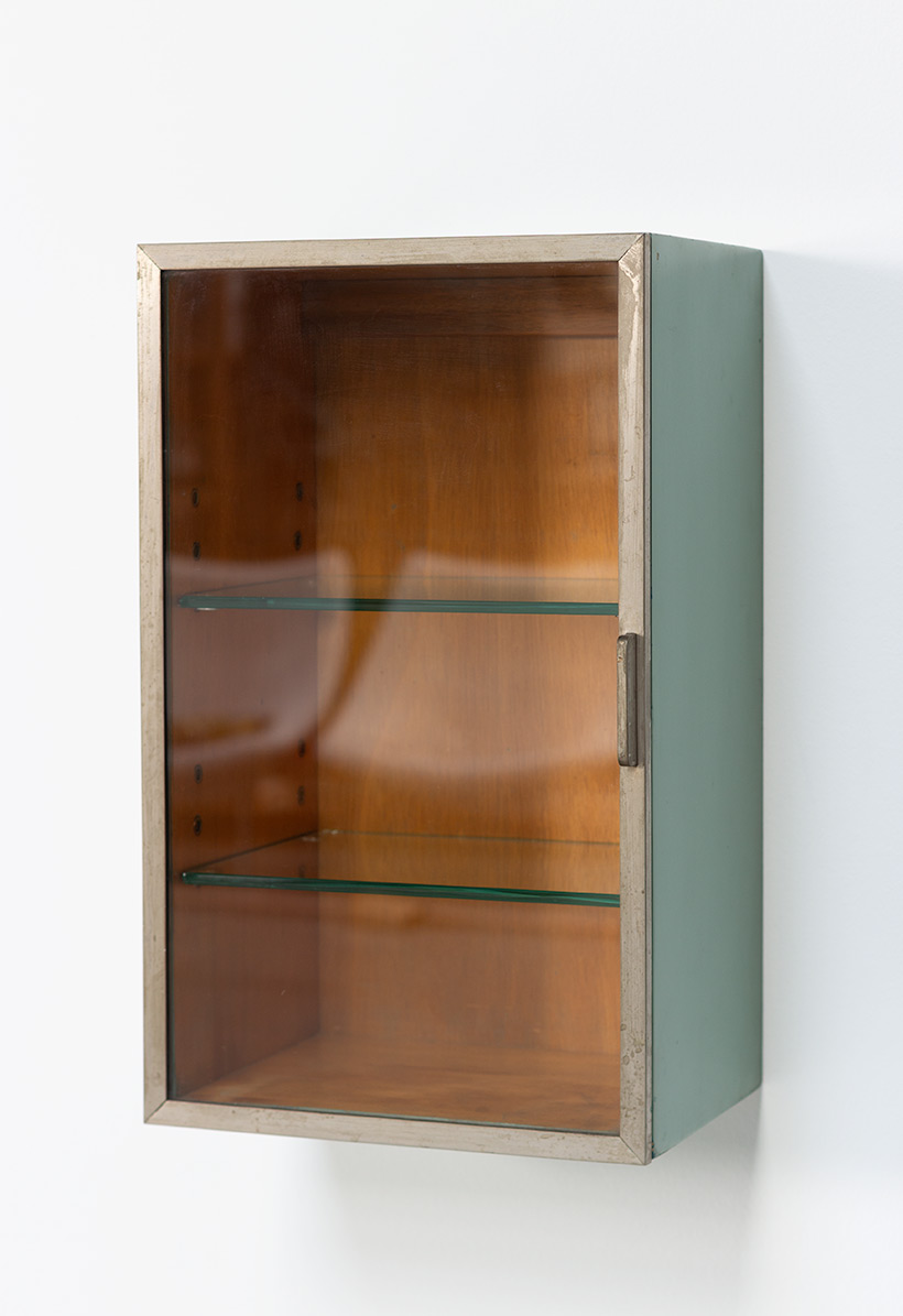 Modernist Pharmacy cabinet by H. Pander The Netherlands 1930 img 4