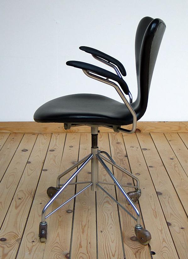 Office swivel armchair model 3107 Arne Jacobsen for Fritz Hansen