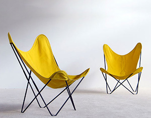 Pair of Jorge Ferrai Hardoy lounge chairs