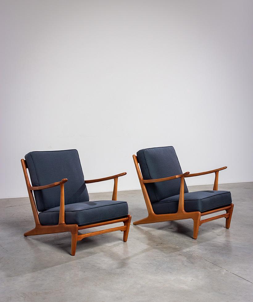Pair of sculptural Scandinavian Lounge Chairs Mid Modern design 1960s