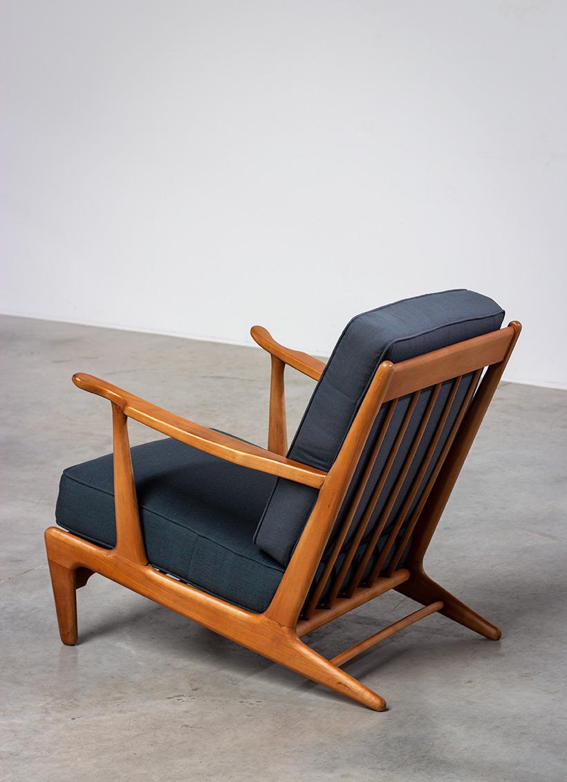 Pair of sculptural Scandinavian Lounge Chairs Mid Modern design 1960s img 4