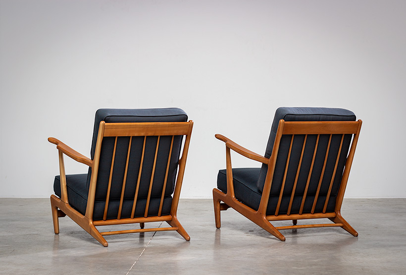 Pair of sculptural Scandinavian Lounge Chairs Mid Modern design 1960s img 6