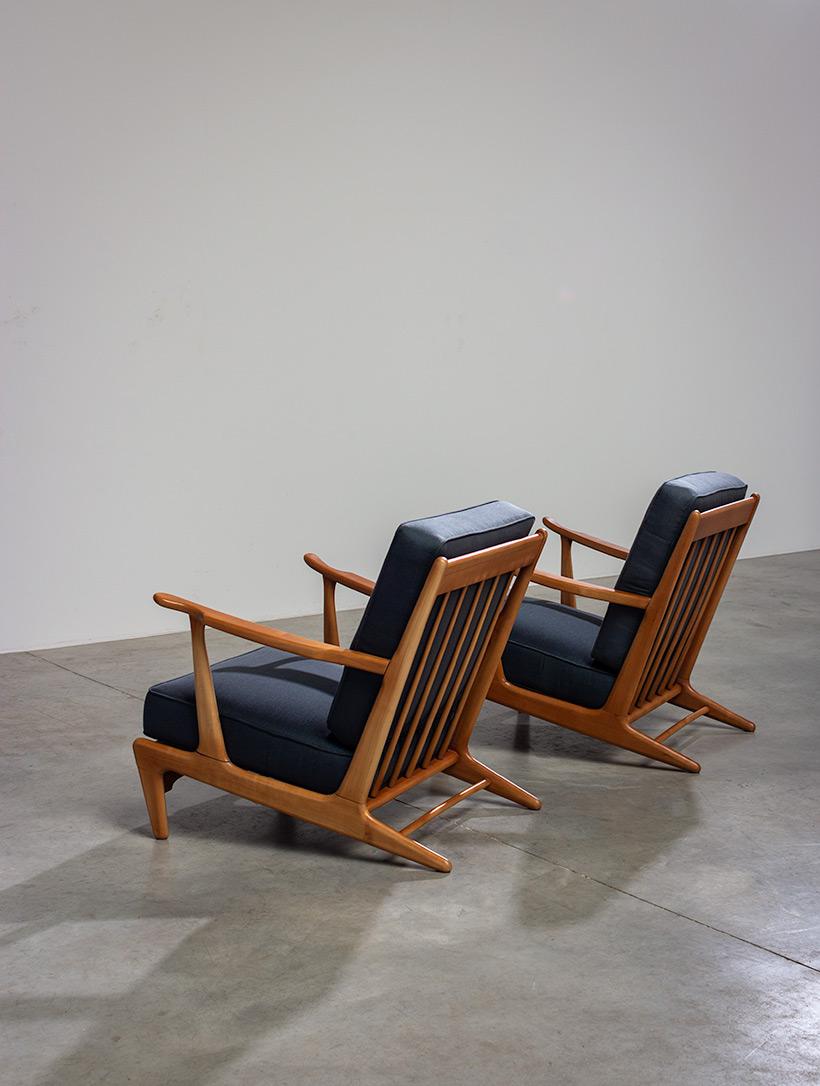 Pair of sculptural Scandinavian Lounge Chairs Mid Modern design 1960s img 7