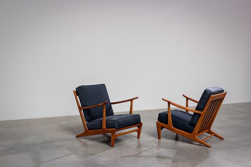 Pair of sculptural Scandinavian Lounge Chairs Mid Modern design 1960s img 8