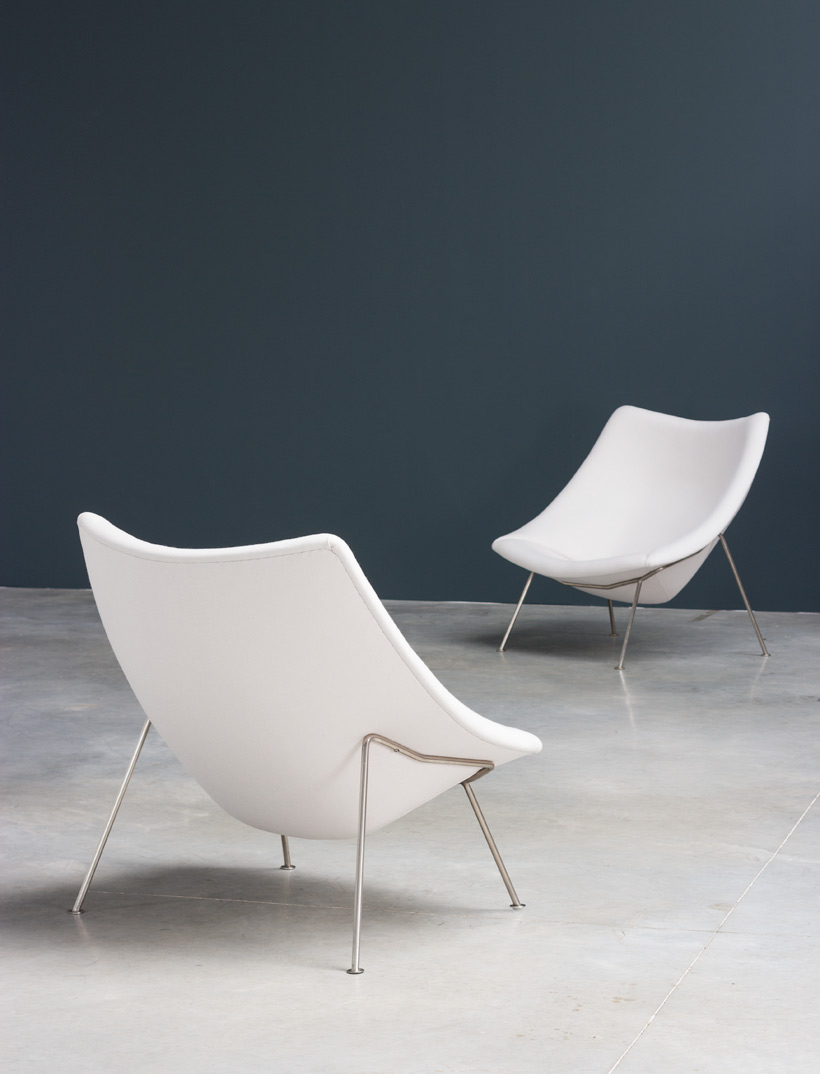 Lovely Pierre Paulin Pair Of Oyster F159 Lounge Chairs And Ottoman Artifort