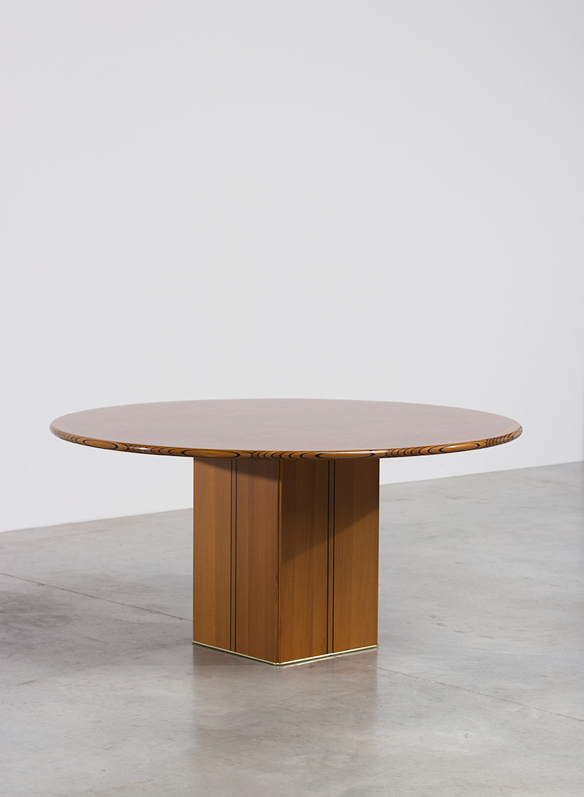 Tobia Scarpa and Afra Scarpa Artona Burl wood Dinning table 1975
