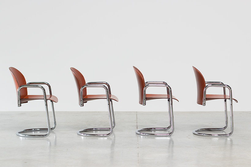 Tobia Scarpa and Afra Scarpa set of four Leather Dialogo chairs img 3