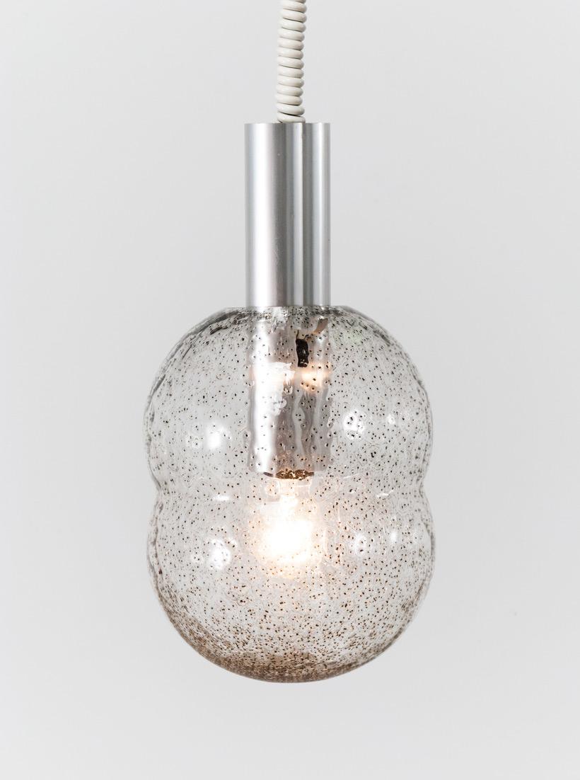 Tobia Scarpa pair of Bilobo pendant lamps Pulegoso glass Flos img 3