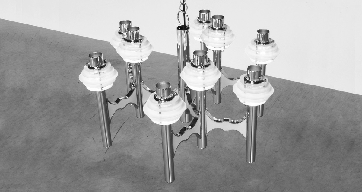 Sculptural chandelier in chrome and white metal painted reflectors. The chandelier has nine lights in total and is fitted with a large center stem. Designed by Gaetano Sciolari, circa 1970.